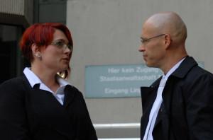 Nicole Schneider und Olaf Klemke 2013 vor dem OLG. Wolfram Nahrath ist seit April 2015 Wohllebens dritter Pflichtverteidiger.  (c) Robert Andreasch