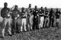"Bewaffnete Neonazis, darunter 2 Frauen. aus: ""The way forward"", B&H Skandinavien"
